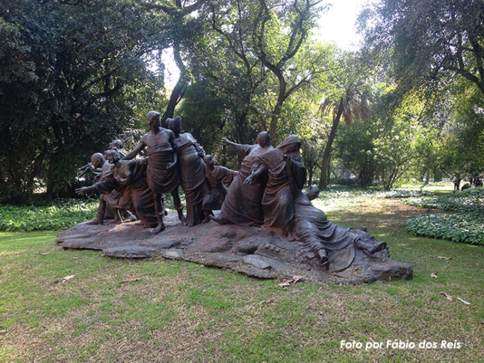 Grupo escultórico Saturnalia