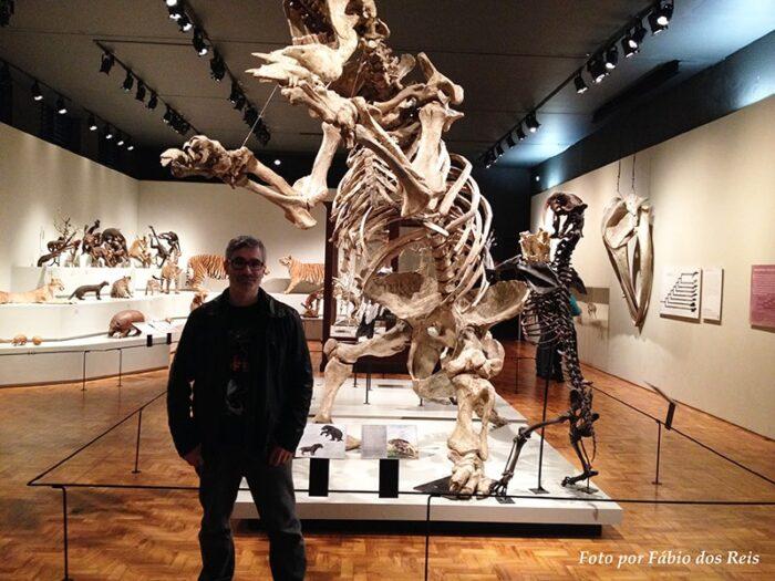 Preguiça Gigante - Compare com o Tigre Dentes-de-Sabre, à direita, e comigo, à esquerda.