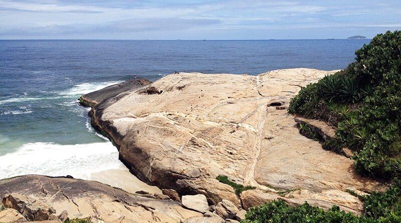Mar visto a partir da pedra