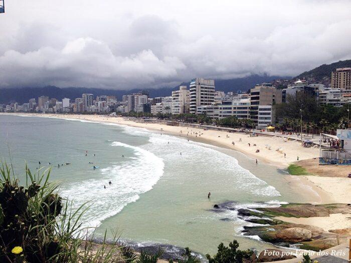 Praia de Ipanema vista a partir da Pedra do Arpoador