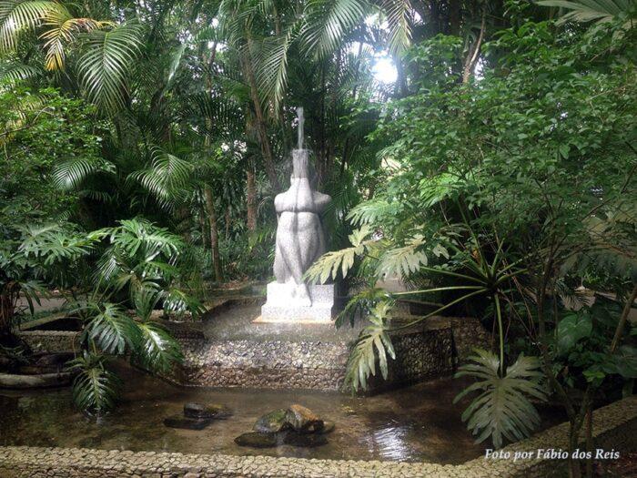 Escultura no Orquidário de Santos - SP