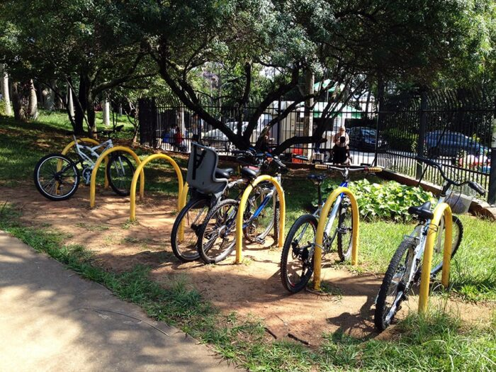 Local para estacionar bicicletas no parque ecológico de vila prudente