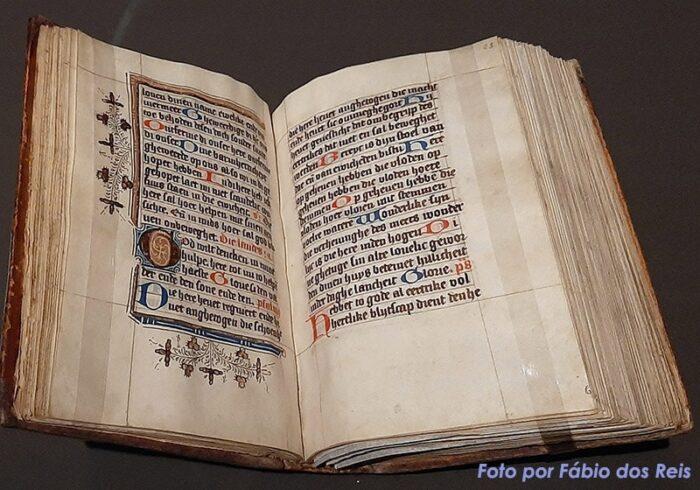 Manuscrito com orações à Virgem Maria