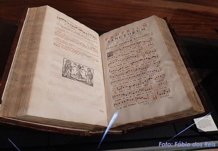 Proprium Sanctorum. Partitura arcaica para canto litúrgico.