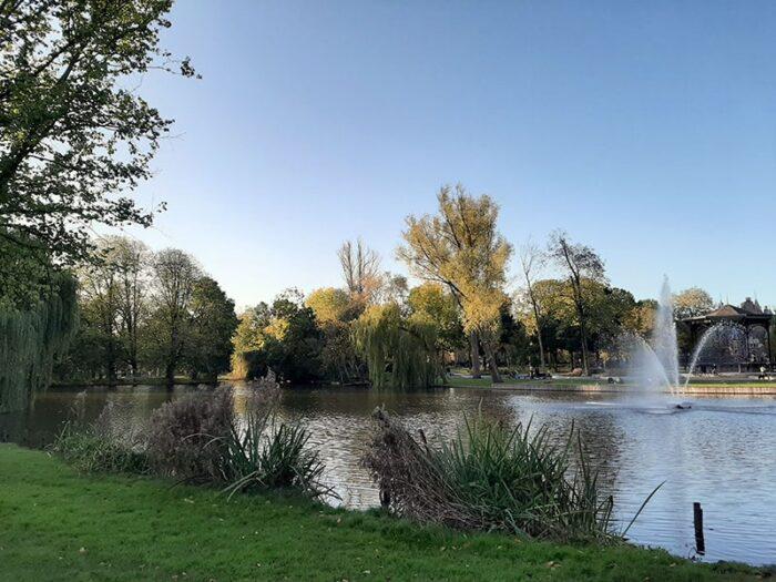 Lago com chafariz no Oosterpark, em Amsterdam